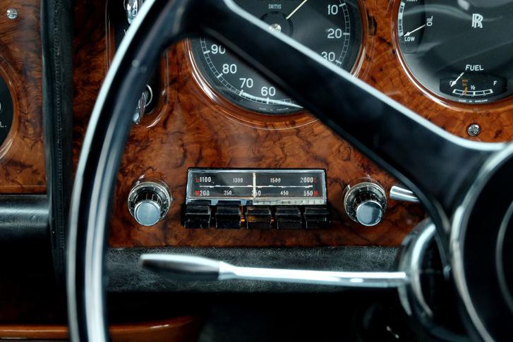 Csak rádió van benne, ráadásul hosszú- és középhullámú. Nesze neked FM-transzmitter