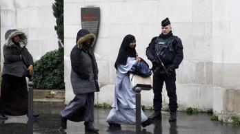 És akkor felugrott a telefonon egy iszlamista pop-up ablak
