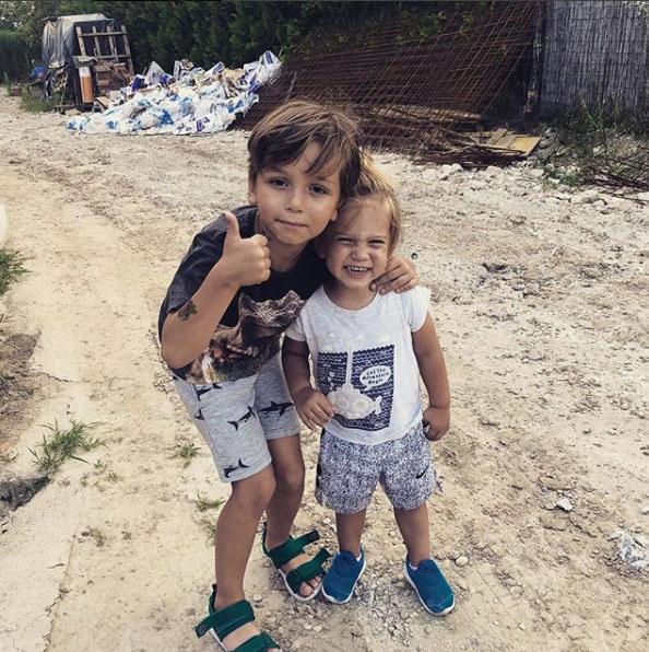 Majka fiai, Marián és Olivér nagyon aranyosak ezen a képen, nem győzték dicsérni a gyerekeket a kommentelők.