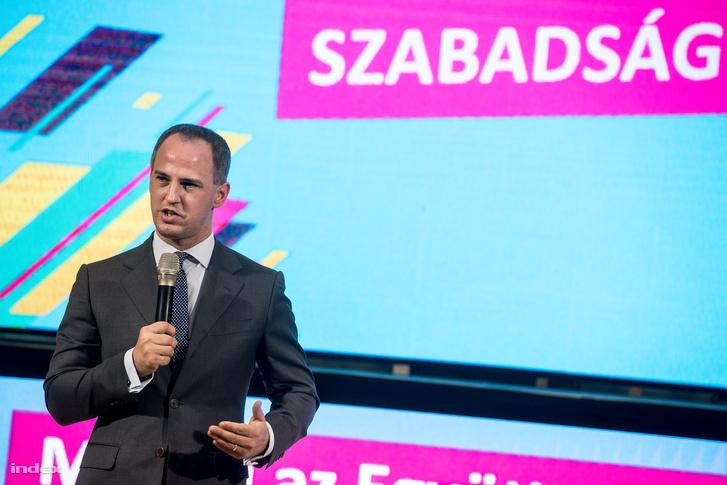 Szigetvári Viktor az Együtt áprilisi kampányzáró rendezvényén