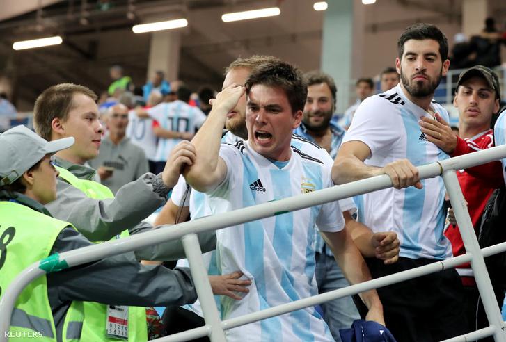 Argentin szurkolók a Horvátország - Argentína mérkőzésen