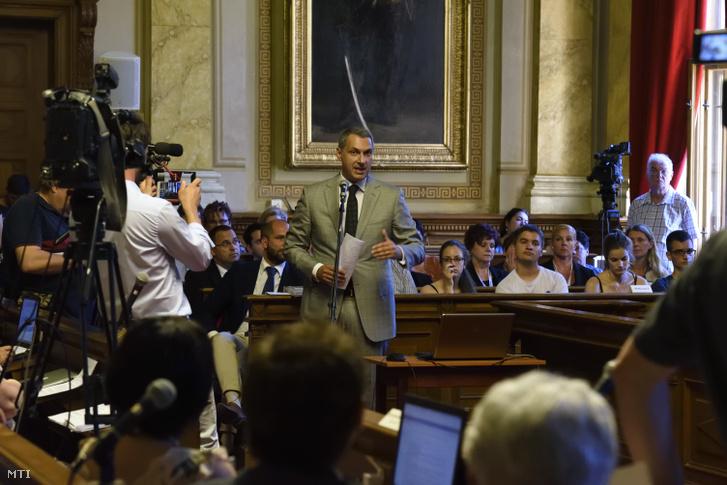 Lázár János, a térség fideszes országgyűlési képviselője felszólal a hódmezővásárhelyi közgyűlés ülésén 2018. május 29-én.