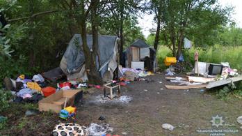 Késekkel és baseball ütőkkel támadtak egy ukrajnai romatáborra