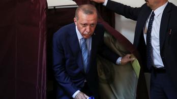 Erdoğan bejelentette győzelmét, 50 százalék felett végzett az elnökválasztáson