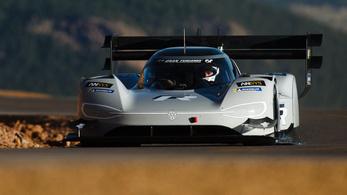 Hihetetlen: a Volkswagen villanyszörnye nagyon elverte Loeb őrült rekordját Pikes Peak-en