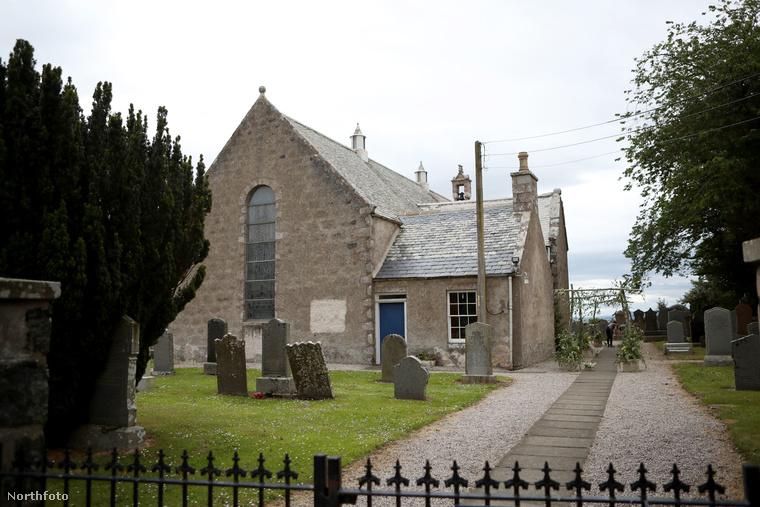 Ez a templom, a Rayne Church volt a helyszín Skócia Aberdeenshire nevű vidékén.