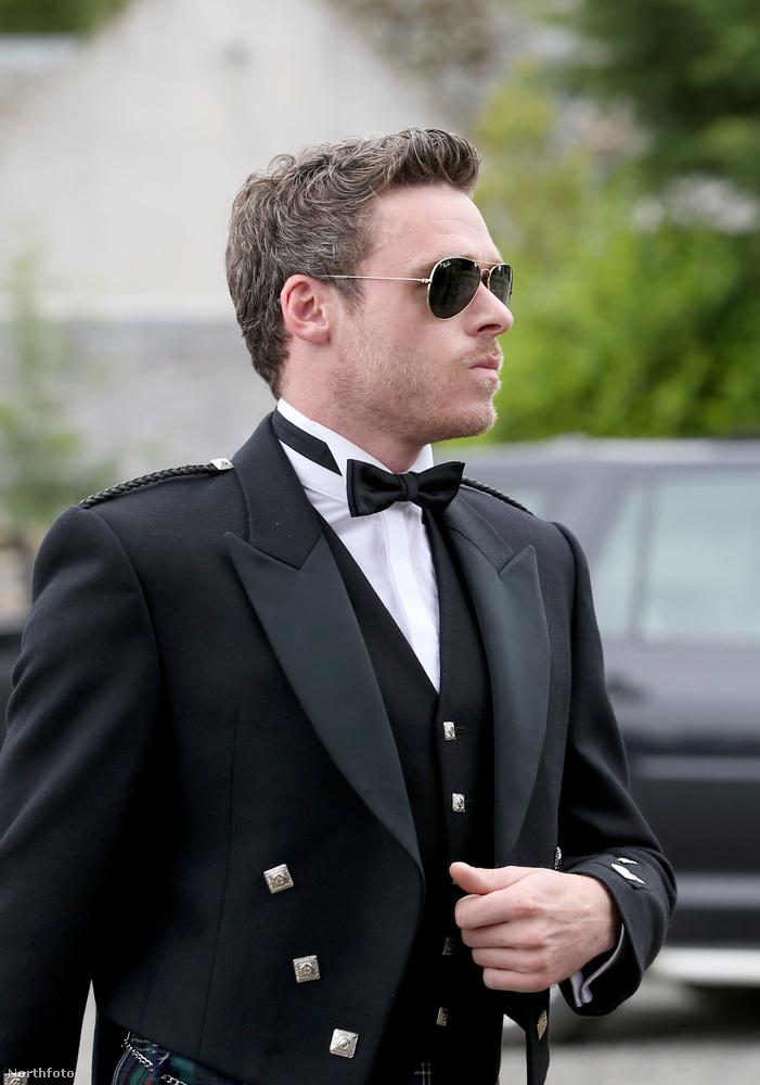 Ő Alfie Allen színész, az énekes Lily Allen öccse, aki Theon Gregjoyt alakítja.