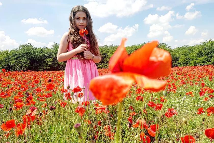 Oláh Gergő gyönyörű fotókat osztott meg nemrégiben közösségi oldalán a kislányáról, Karláról.