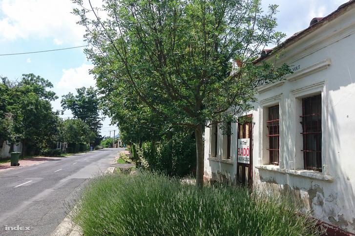 Üres, eladásra váró épület Kékkúton