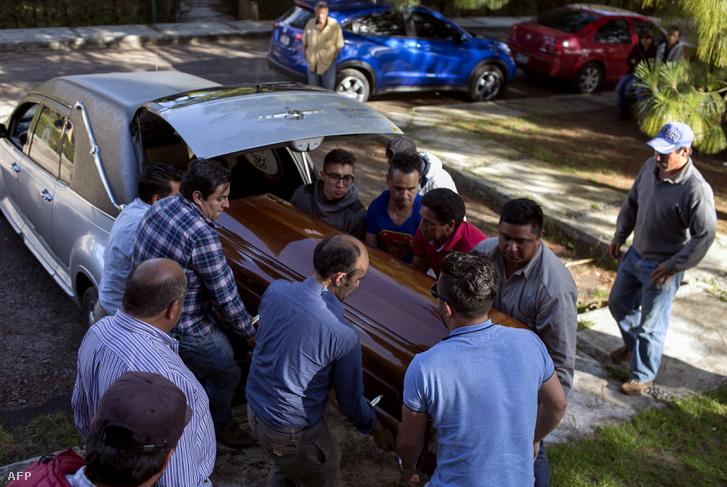 A meggyilkolt polgármesterjelölt rokonsága Fernando Ángeles temetésén, Ocampo városban, 2018. június 21-én