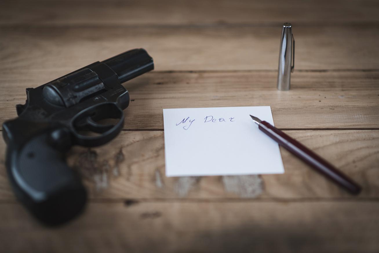 öngyilkosság fegyver búcsúlevél pisztoly