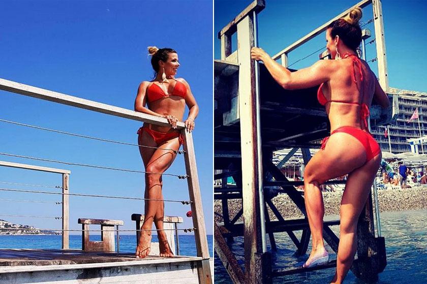 Pirner Alma a piros bikiniben, a korlátot támasztva olyan szexi, mint egy Baywatch-lány.