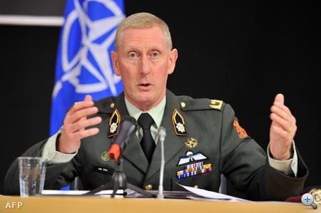Mark van Uhm, a szövetséges erők tábornoka sajtótájékoztatón számolt be a líbiai légtérben végrehajtott legutóbi akciókról