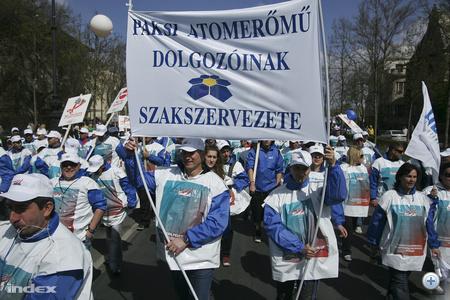 Az Európai Unió gazdasági és pénzügyminiszteri tanácsának (ECOFIN) gödöllői informális ülésével egy időben szervezett tüntetés résztvevői a Hősök teréről az Andrássy úton az Oktogonra vonultak, ahol több ország szakszervezeti vezetői mondtak beszédet.