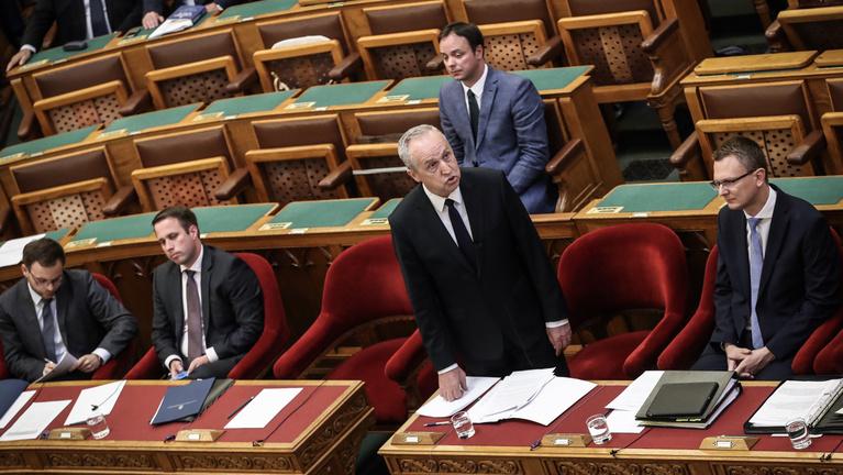 Államtitkár: Álljon fel az, aki orosz érdekeket szolgál!