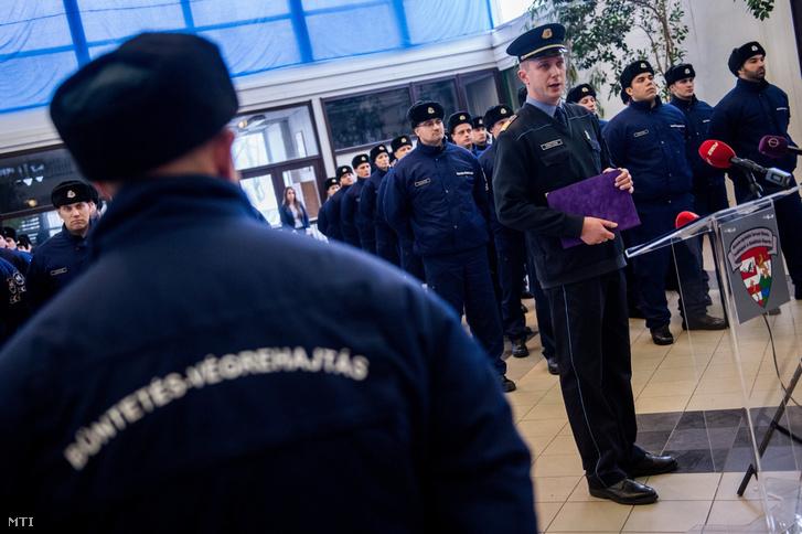 Orosz Zoltán a Büntetés-végrehajtás Országos Parancsnokságának szóvivõje sajtótájékoztatót tart a szervezet oktatási központjának bemutatója elõtt 2017. február 16-án.