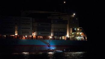Szicíliában kötött ki a menekültekkel teli dán konténerhajó