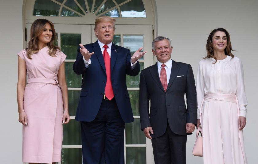 Melania és Rania remekül néztek ki, azonban a first lady ruhája ezúttal jobban elnyerte a rajongók tetszését.