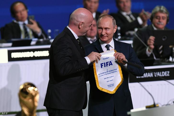 Gianni Infantino, a FIFA elnöke és Vlagyimir Putyin orosz elnök