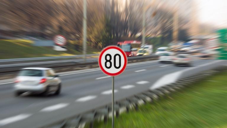 Fellázadt és összefogott az ország egy sebességhatár megváltoztatása miatt