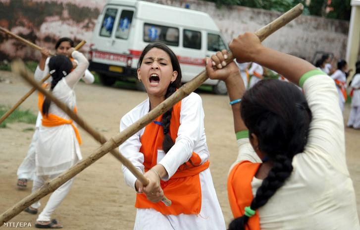 Önvédelmi tréning indiai nőknek