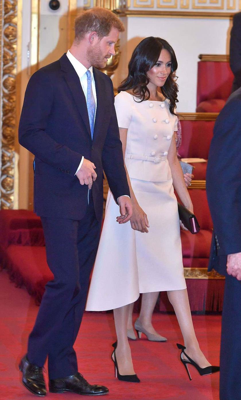 Meghan hercegné haját éppen úgy formázták meg, ahogy Katalinét szokták.