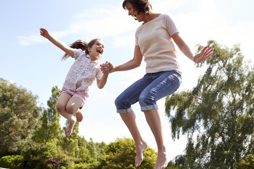 Életnagyságú társasjáték, lovaglás és trambulin is vár hétvégén: családi programajánló