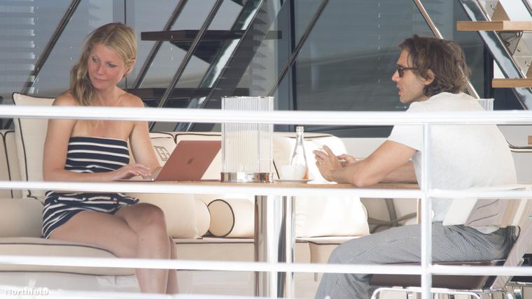A színésznő épp Caprin nyaral a pasijával.