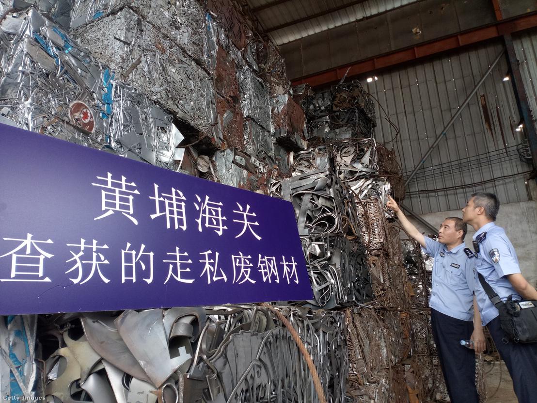 A vámosok által lefoglalt illegálisan csempészett fémhulladék Kínában