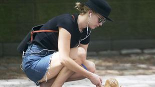 Az Isten szerelmére! Nézzék hogy sétáltatja kutyáját Jennifer Lawrence!