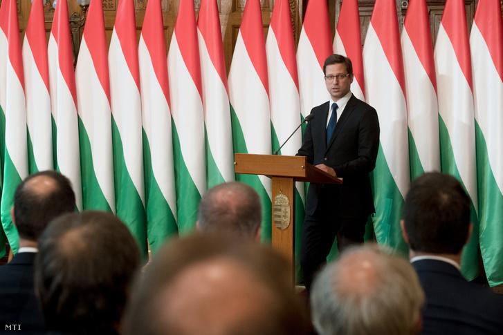 Gulyás Gergely, a Miniszterelnökséget vezető miniszter a kormányhivatalok vezetőinek kinevezésén a Parlament Vadásztermében 2018. június 26-án.