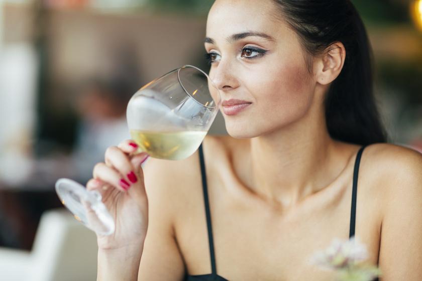 Gyulladást és ödémát okoznak az arcon - Melyik alkoholos ital hogy hat az arcra?