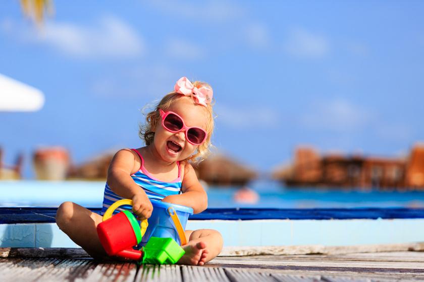 Cukinak hiszik, de nagyon káros: sok szülő ad ilyen napszemüveget a gyerekre