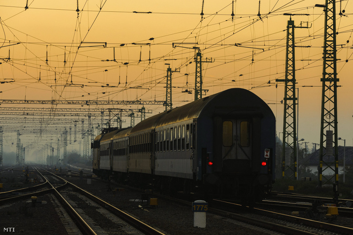 2015-ben elkészült a Szajol-Püspökladány közötti vasútvonal felújítása közel 121 milliárd forintból
