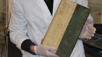 Mérgező köteteket találtak egy dániai könyvtárban