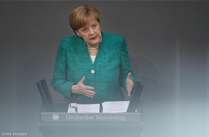 Merkel a Bundestagban 2018 június 28-án