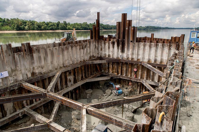Az épülő, új, komáromi Duna-híd 2018. június 28-án.