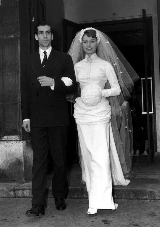 Brigitte Bardot 1952-ben házasodott össze Roger Vadim filmrendezővel és színésszel, de csak öt évig voltak házasok.
