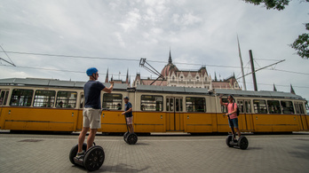 Az I. kerület is betiltotta a segwayt, az elektromos rollert és a hoverboardot