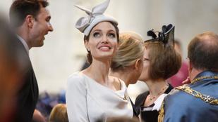 Angelina Jolie tényleg ilyen jól néz ki angol hercegnőnek öltözve