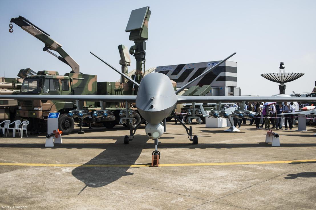 A 21 méteres fesztávú CH-5-ös kínai drón hatótávolsága több mint 10 ezer kilométer, mintegy 1 tonna hasznos terhet szállíthat és 60 óráig maradhat a levegőben