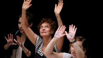 Letartóztatták Susan Sarandont egy Trump-ellenes tüntetésen