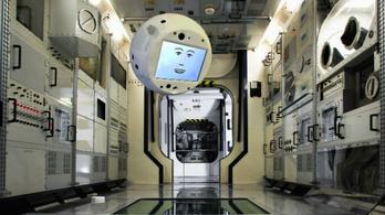 Itt az Űrodüsszeia, MI-t küldenek az űrállomásra