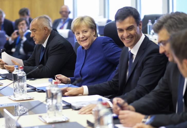 Bojko Boriszov bolgár miniszterelnök, Angela Merkel német kancellár, Pedró Sanchez spanyol és Andrej Plenkovic horvát miniszterelnök (b-j) az informális uniós migrációs és menekültügyi munkaértekezleten Brüsszelben 2018. június 24-én.
