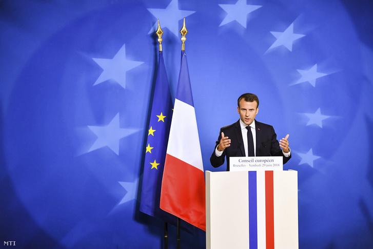 Emmanuel Macron francia elnök sajtóértekezlete az Európai Unió kétnapos brüsszeli csúcstalálkozójának végén