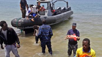 Százan veszhettek a tengerbe Líbiánál