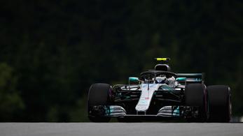 Bottas hatalmas pályacsúccsal vitte az osztrák pole-t, Vettelt 3 helyre büntették