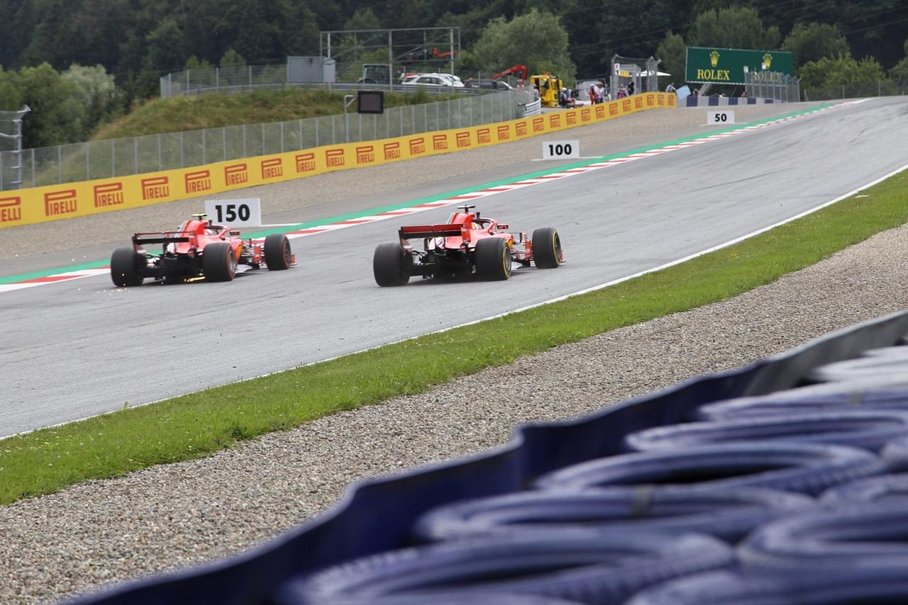 Tüzes Ferrarik egymás ellen. Ezúttal Vettel örülhetett jobban, kettejük párharcát, legalábbis                          a szombati időmérőn ő nyerte, két tizedmásodperccel az ezerarcú Raikkönen előtt végzett.