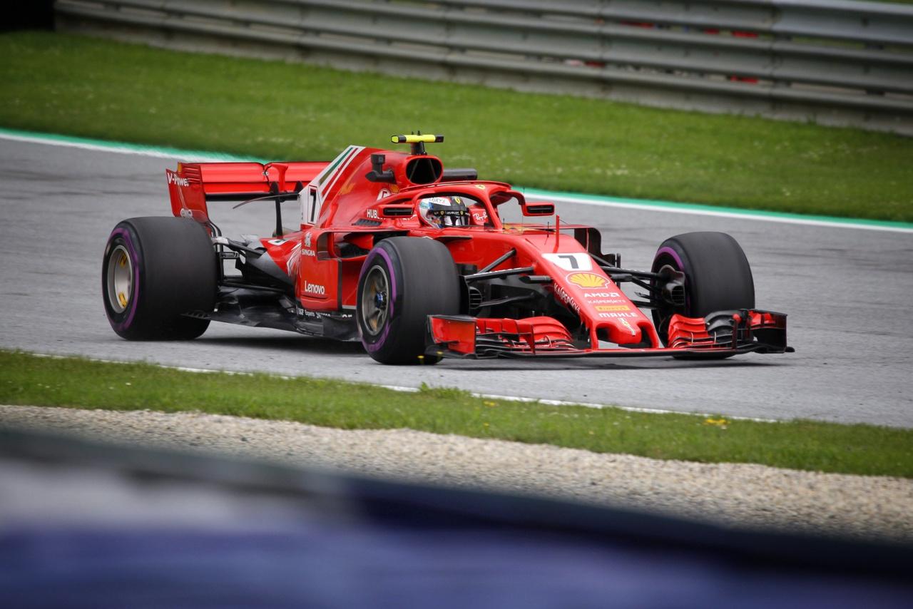 Kimi Raikkönen az eredeti Ferrarival sem fért be az első háromba, ettől függetlenül jó                          csapatmunkával és némi szerencsével vasárnap még elérhető lehet számára is a dobogó.