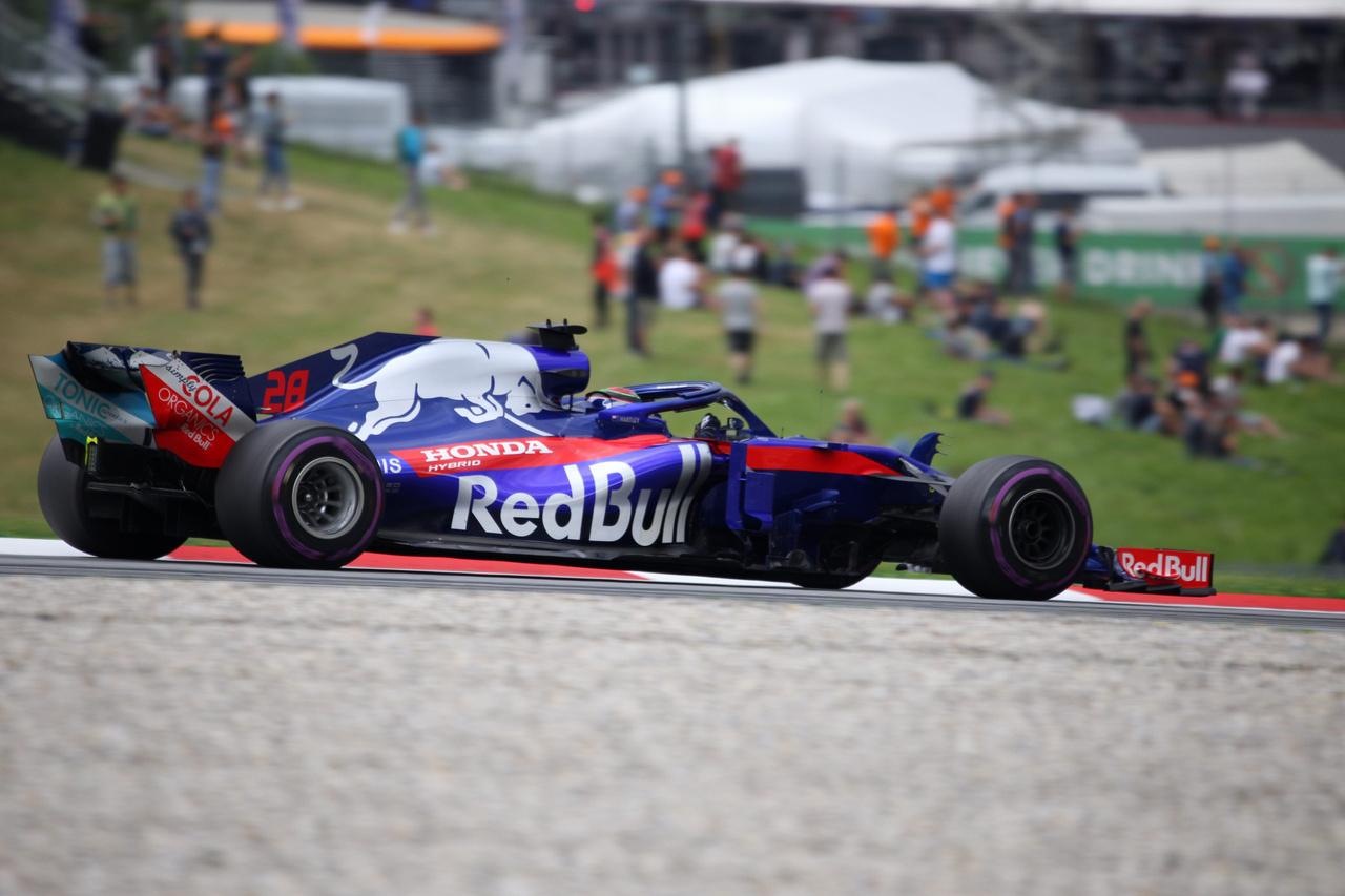 Brendon Hartley-nak nem adott szárnyakat a csapat főszponzora, vagy útközben elhagyta                          azokat, megint harmatos teljesítményt nyújtva vonszolta be magát az utolsó előtti, 19.                          helyre. Nála jobban a lassúsági versenyen csak a Sauberes Ericsson bírt teljesíteni.
